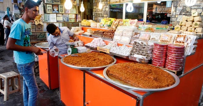 iraqis-shop-for-food-in-preparation-for-the-muslim-fasting-month-of-ramadan670